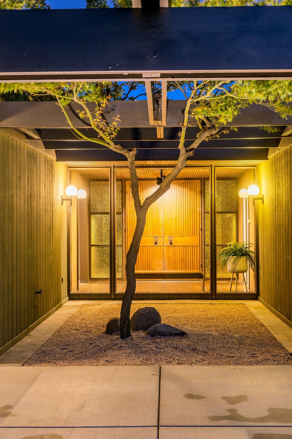 Photo 16 of 16 in A Restored Post-and-Beam by a Richard Neutra Protégé Lists for $700K