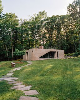 """A Concrete Guesthouse in Upstate New York Is Decidedly """"Bunker Chic"""""""