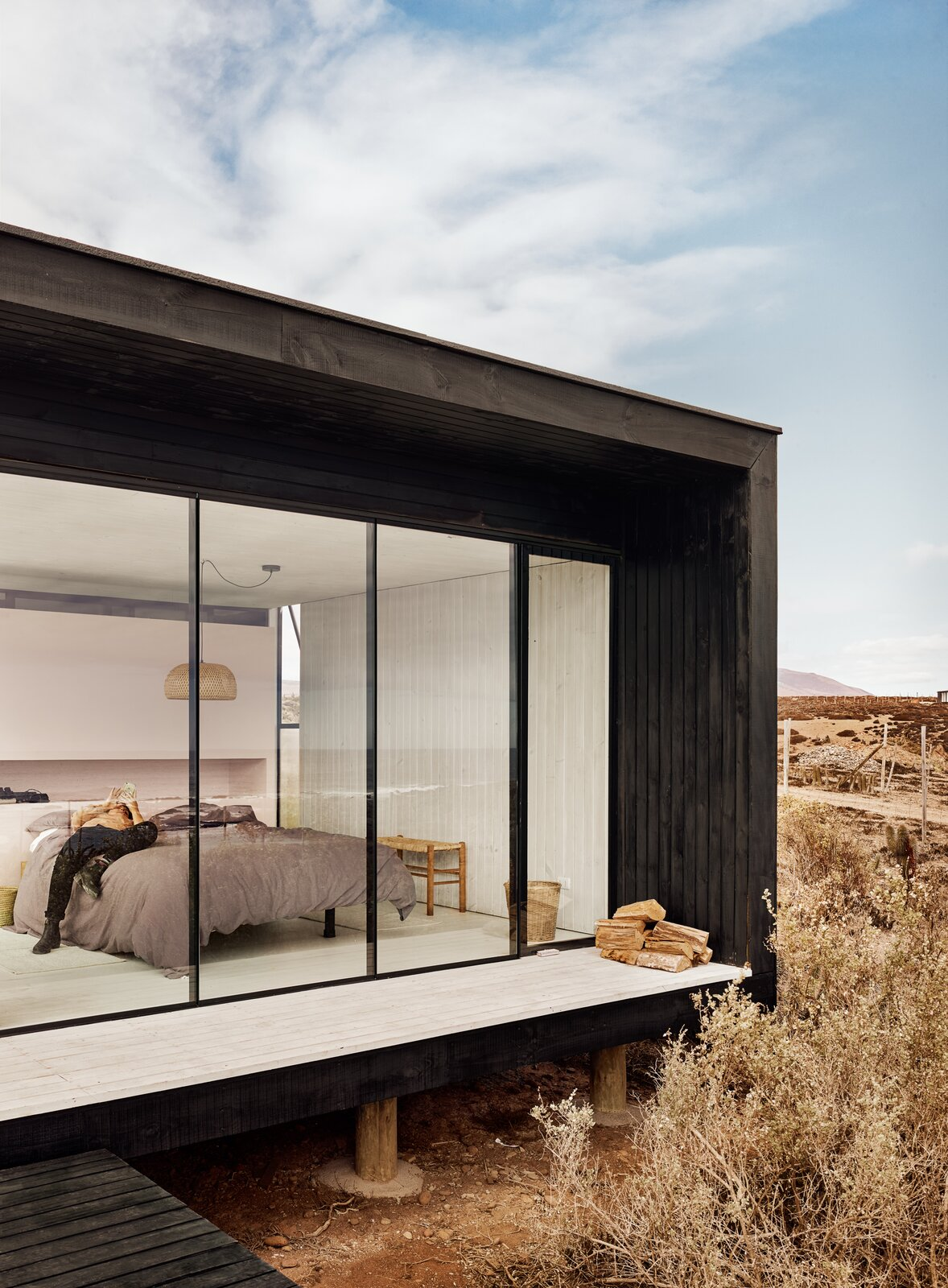 Exterior, House Building Type, Wood Siding Material, and Flat RoofLine  Photo 6 of 10 in A Streamlined Home in Chile Straddles the Line Between Desert and Ocean