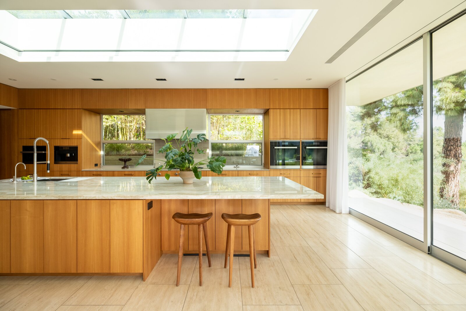 Kitchen of Clear Oak Residence by Woods & Dangaran Architects