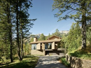 A Kinetic Facade Opens This Spectacular Mountain House to the Grand Teton Landscape