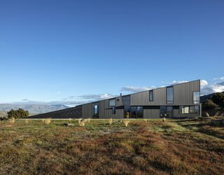 A Musician Couple's Wedge-Shaped House Echoes the Majesty of the New Zealand Landscape