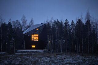 With an Otherworldly Shape, This Finnish Cabin Fends Off Subarctic Cold