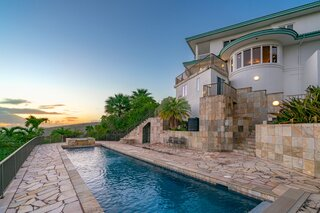 A Romantic Hawaiian Residence Offers Panoramic Ocean and Mountain Views for $3.9M