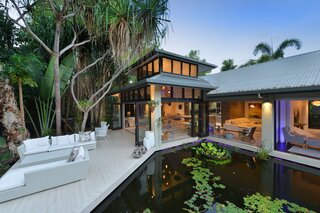 A Modern Home in Queensland Promoting Indoor-Outdoor Living Seeks $1.8M