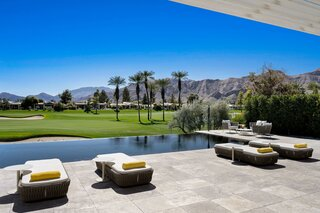 An Airy Abode With Intimate Indoor/Outdoor Vibes Seeks $2.5M in Rancho Mirage, CA