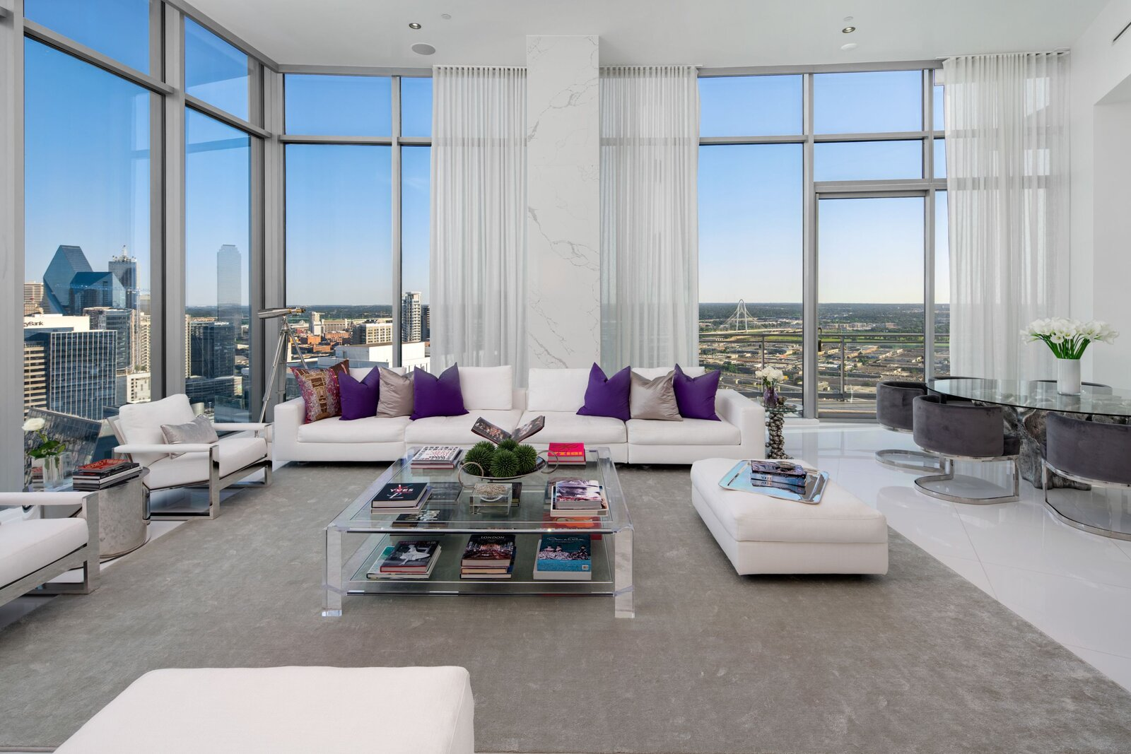 Photo 2 of 10 in An Indoor/Outdoor Penthouse With Downtown Dallas Views Wants $5.7M