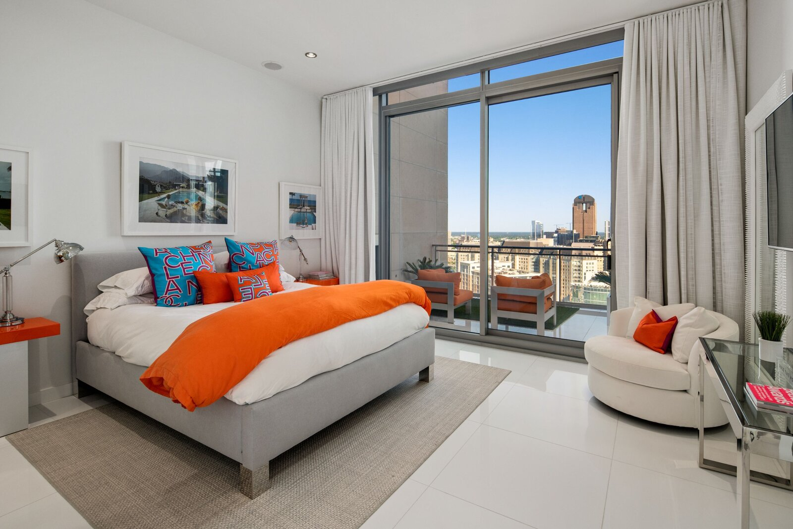 Photo 5 of 10 in An Indoor/Outdoor Penthouse With Downtown Dallas Views Wants $5.7M