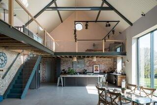 "An Idyllic ""Glass Barn"" in the English Countryside Asks £2.3M"