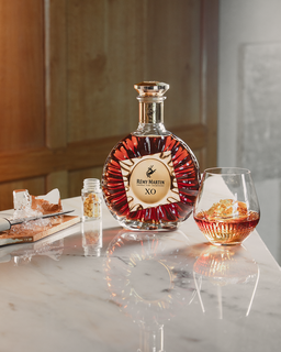 Atelier Thiery Embellishes Rémy Martin's XO Decanter With a Flash of Gold Leaf