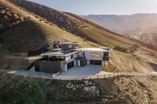A Sun-Kissed Home Hits the Market in Otago, New Zealand