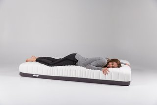 The final result is a specialized mattress that ensures body alignment, minimal motion transfer, and edge support. Adjustments can also improve your sleep based on certain seasonal conditions. A firmer setting ensures a cooler surface for the summer months, while a softer configuration creates a warmer surface, ideal for chilly winter nights.