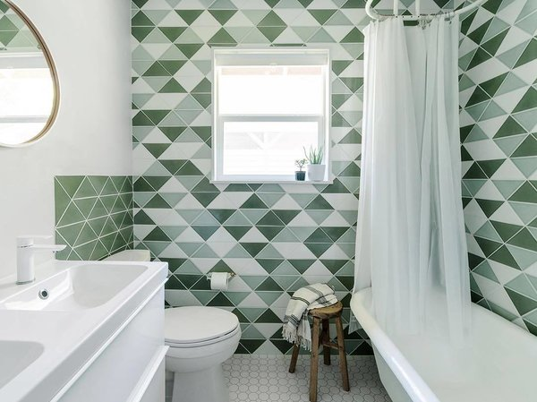 20 Bathrooms With Transformative Tiles