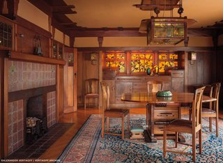 Also found throughout the house are complete collections of art tile, pottery, and art glass that were compiled by the resident family. The Greene brothers took these key pieces into consideration when designing the house, and they still exist there today. This dining space reveals a smooth, velvety glow that permeates the space, which is created by a lack of direct lighting. The walls are covered with canvas, which were varnished into a wet plaster.