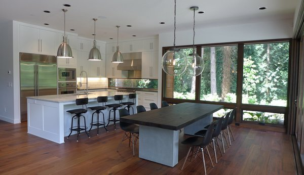 Olson worked with Jessie Sweet to design the interiors. The kitchen hosts cabinetry from Oregon Custom Cabinets and a specialized window is integrated into the backsplash.