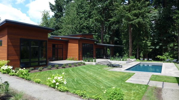 From the back of the house, two 15-foot bi-folding doors from Centor fully open up into the main living area.