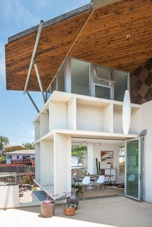 The renovation of an undeveloped beach cottage resulted in a three-story residence that hasn't lost its charm. The Building Workshop implemented large, functional windows in strategic places in order to ensure the house feels connected to the outdoors on all levels.