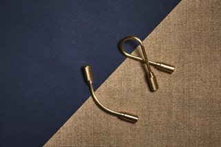 Practical and minimalist, we can't help but love the simplicity of this helix-shaped keyring. Craighill Closed Helix Keyring, $24