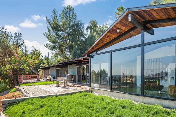 This Midcentury Home For Sale Is Not Your Regular Ranch House