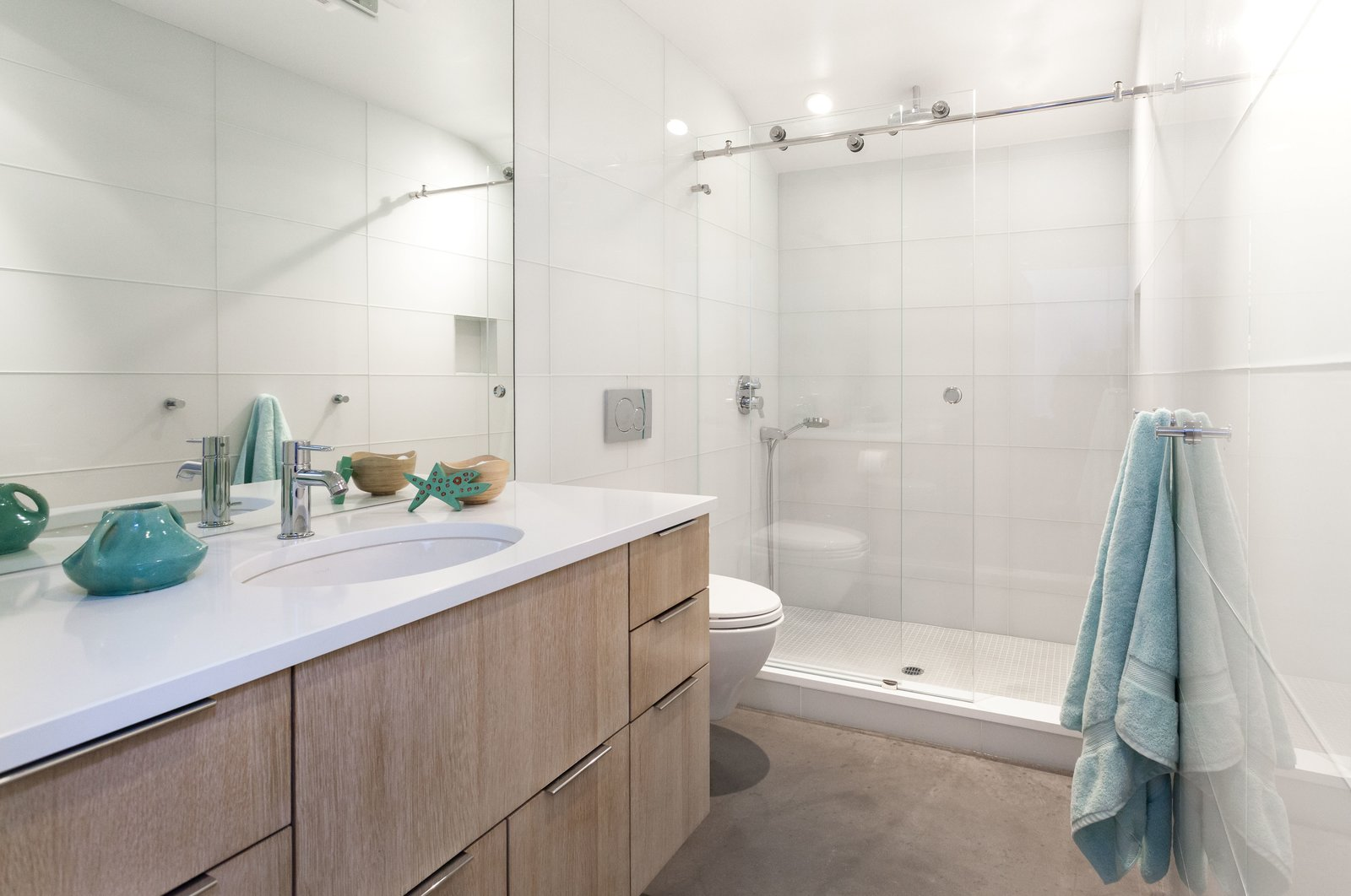 Photo 7 of 10 in Bright Colors and Sleek White Oak Fill This Playful ...