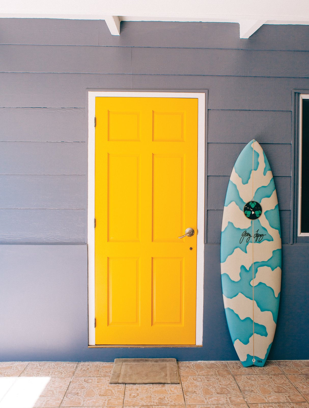 """Known as the """"unofficial ambassador of Tahiti,"""" Raimana Van Bastolaer lives in a beach house right on the water in Papara on the south side of Tahiti. The bright details found throughout his home perfectly represent the personality that everyone in the surf industry calls up looking for a good time on their visit Tahiti.  Photo 6 of 11 in Indoek's New Book Shares a Glimpse Into the Homes of Creative Surfers"""