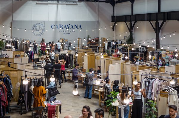 The third edition of Caravana Americana was held from March 24 to 26 on Dr. Claudio Bernard 111 in Mexico City. The industrial space was formerly home to a working tram terminal and still holds original turbines that were in working condition until the '50s. The floor below houses a printing press and regularly hosts talks, exhibits, and other events.