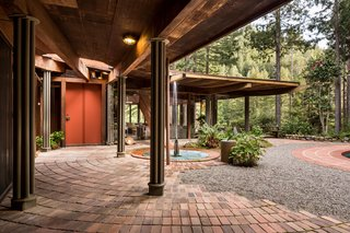 861 Lovell Avenue in Mill Valley, California, is surrounded by redwood trees and offers the California dream of living an indoor/outdoor lifestyle. Sounds of the Cascade Falls stream in from the East, while the afternoon sun floods the courtyard and swimming pool to the West.