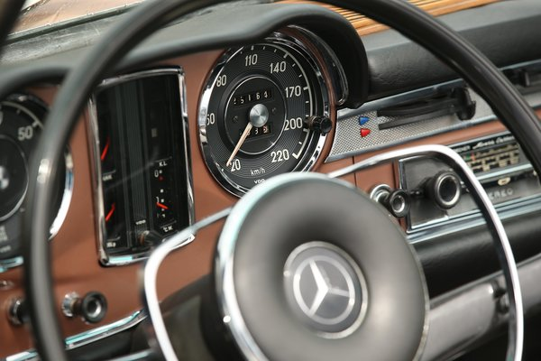 Photo 3 of 6 in Mercedes-Benz Classic Car Travel