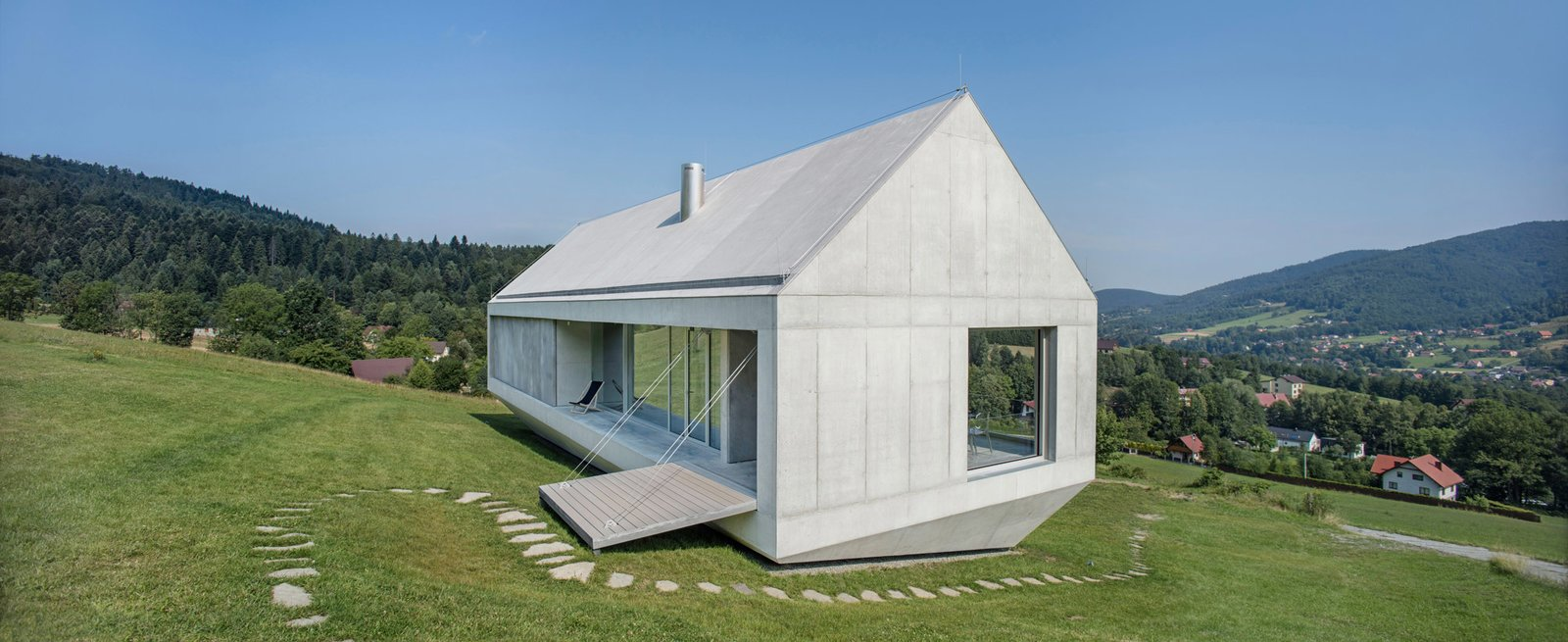 Photo 5 of 8 in A Striking Modern House Built In A Pastoral Landscape