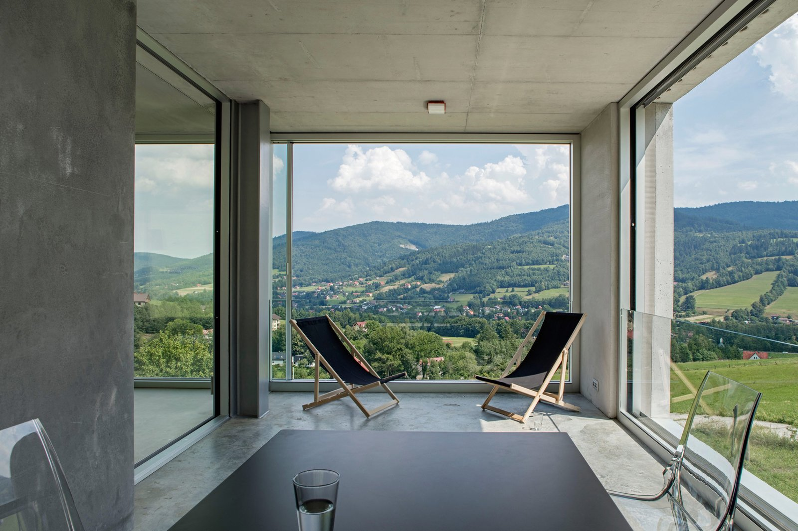 Photo 6 of 8 in A Striking Modern House Built In A Pastoral Landscape