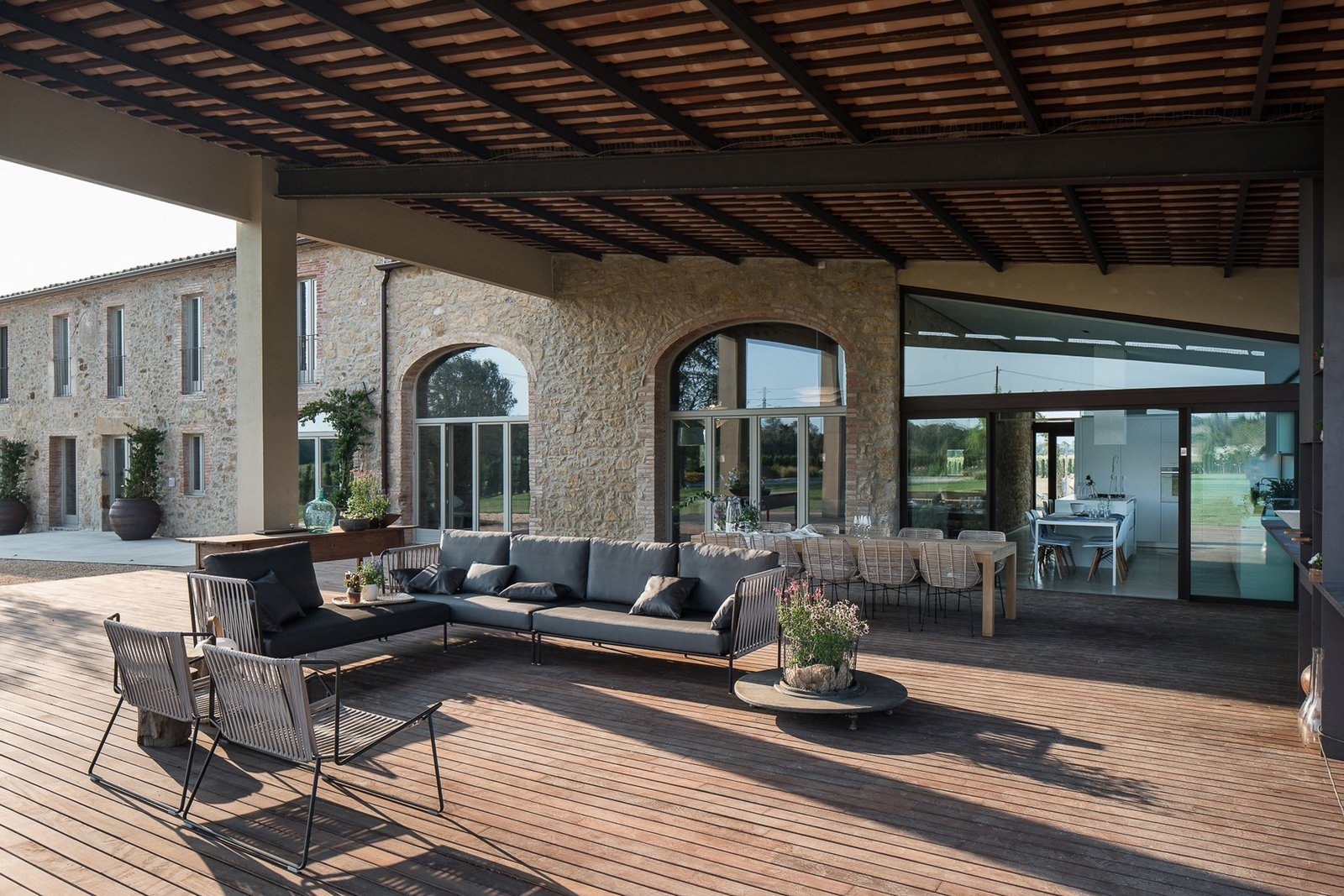 modern farmhouse outdoor patio with dining and lounge area