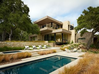 Take a Plunge Into These Enticing Modern Pools - Photo 4 of 12 -