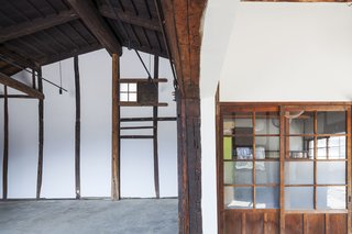 Wooden detailing, found in many traditional kura warehouses, was restored in the interior.