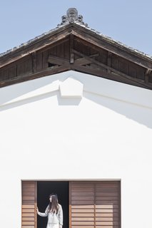 Architect Jorge Almazán, members of his studio lab at Keio University, and local community members worked to preserve as many historic details as possible, including the original roof tiles.