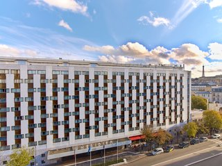 The Largest Hotel in Paris Gets a Midcentury Modern Update - Photo 1 of 5 -