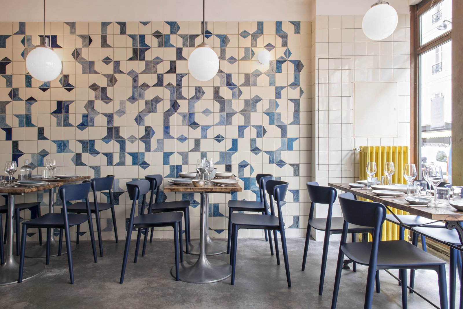 A parisian seafood restaurant swimming in shades of blue