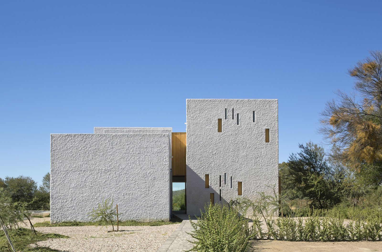Exterior, Stucco Siding Material, and House Building Type  Photo 1 of 7 in A Minimalist Retreat at the Edge of South Africa's Karoo Desert