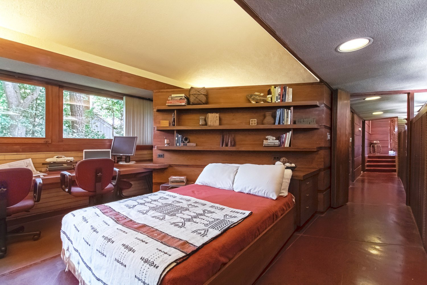 Photo 5 of 7 in You Can Own One of Frank Lloyd Wright's Final Homes for $2.75 Million