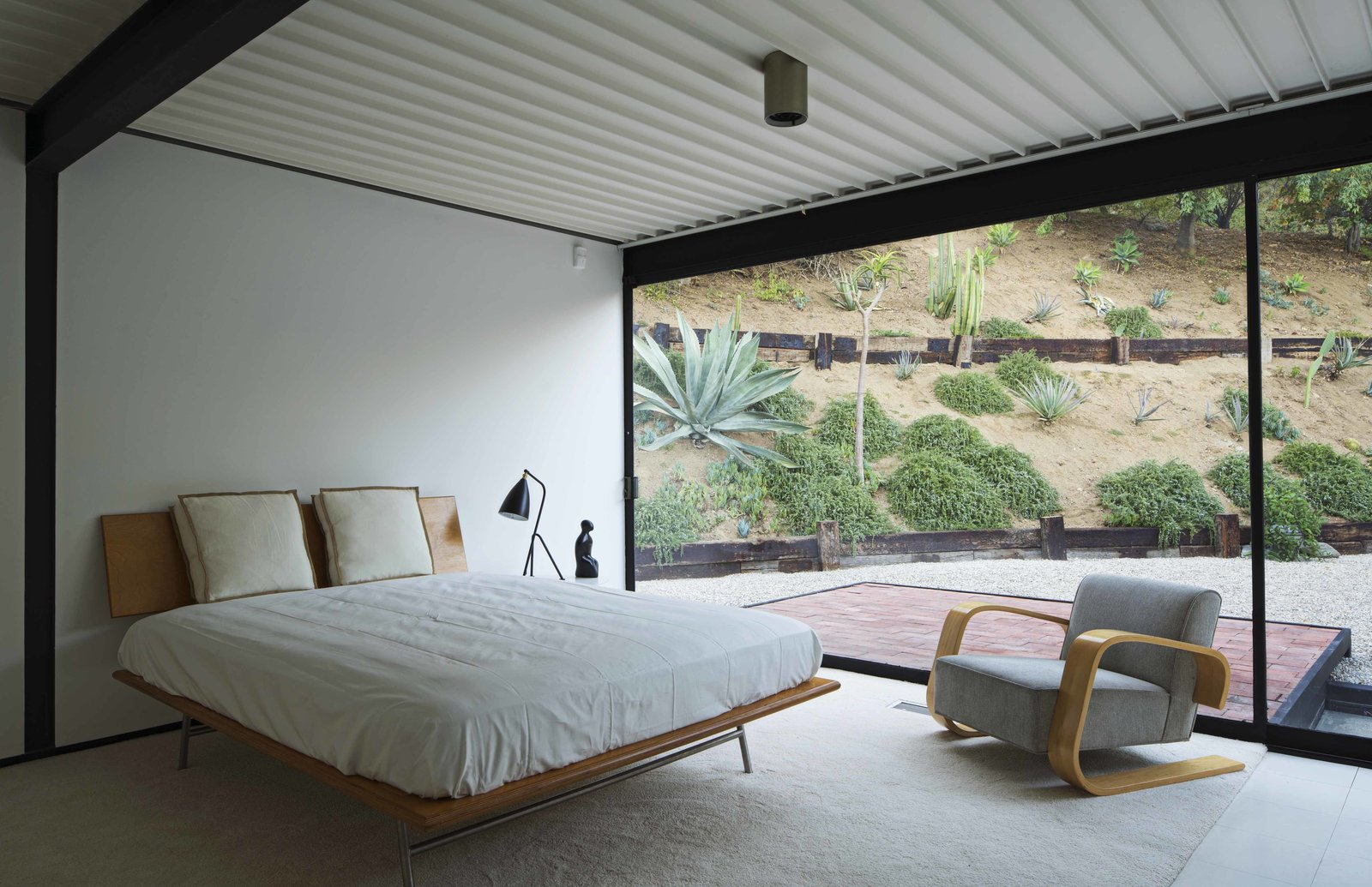 47+ Midcentury Modern Homes Across America by Luke Hopping from Nice architecture