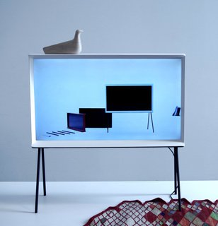 Samsung Serif: A Midcentury Modern Television - Photo 4 of 12 -