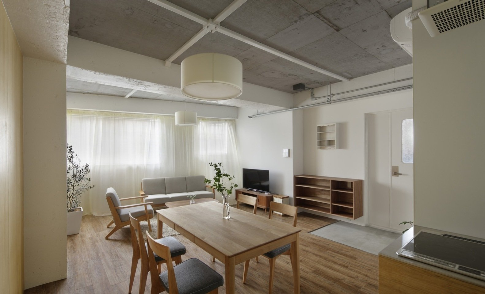 Photo 3 of 4 in Serviced Apartments in Otsuka by Takashi Nishitani Architects