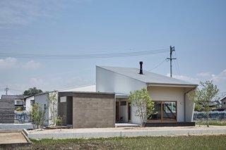 Foyer House by Toki Architect Design Office