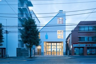 Blue Bottle Coffee Nakameguro Cafe by Schemata Architects - Photo 1 of 5 -