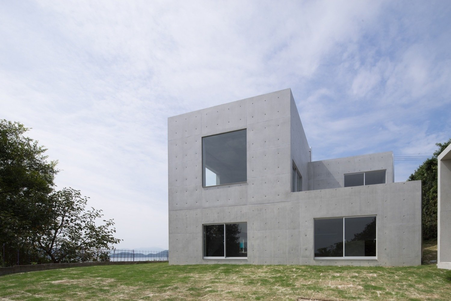 Photo 3 of 6 in House in Akitsu by Kazunori Fujimoto Architect & Associates