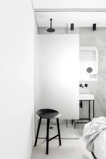 SIG Apartment by Yael Perry - Photo 6 of 8 -
