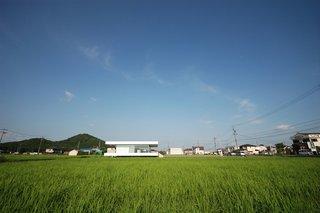 F Residence by Shinichi Ogawa & Associates - Photo 2 of 11 -