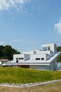House in Tokushima by Fujiwara-Muro Architects - Photo 3 of 5 -