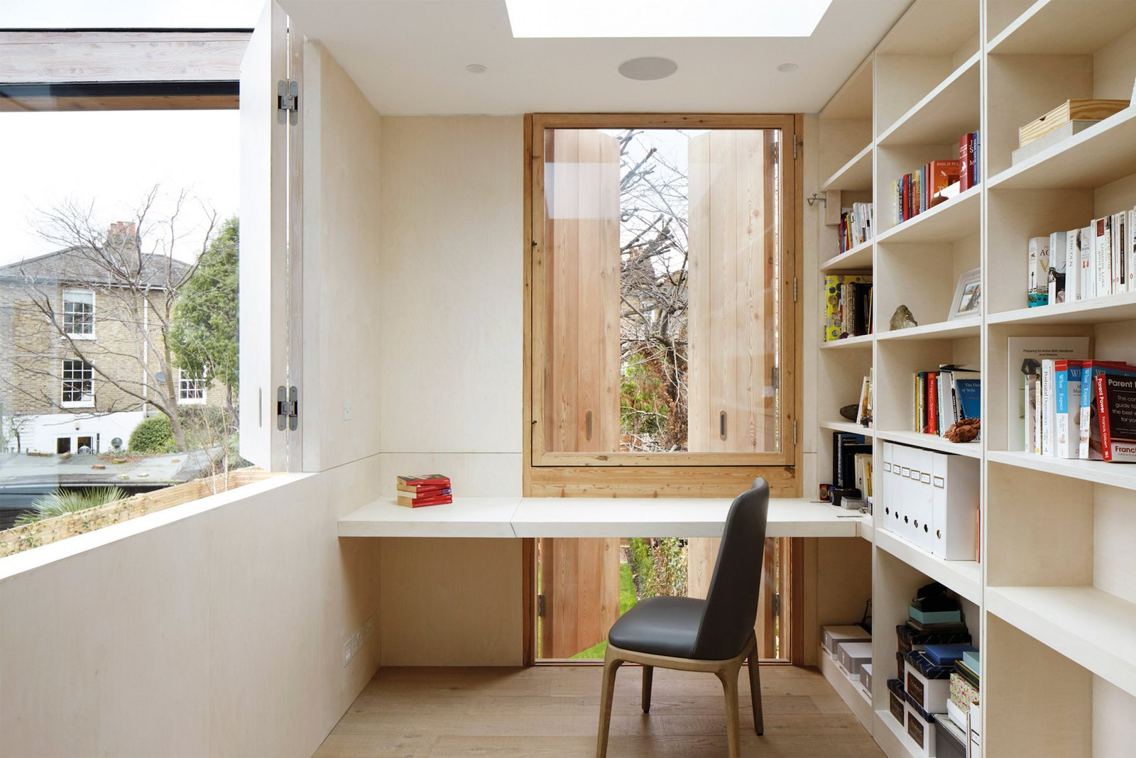 Photo 5 of 9 in De Beauvoir House by Leibal