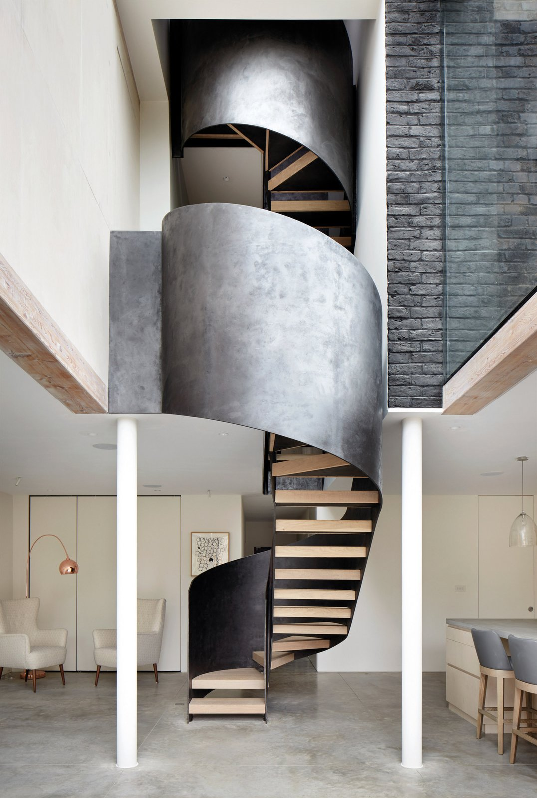 Photo 3 of 9 in De Beauvoir House by Leibal