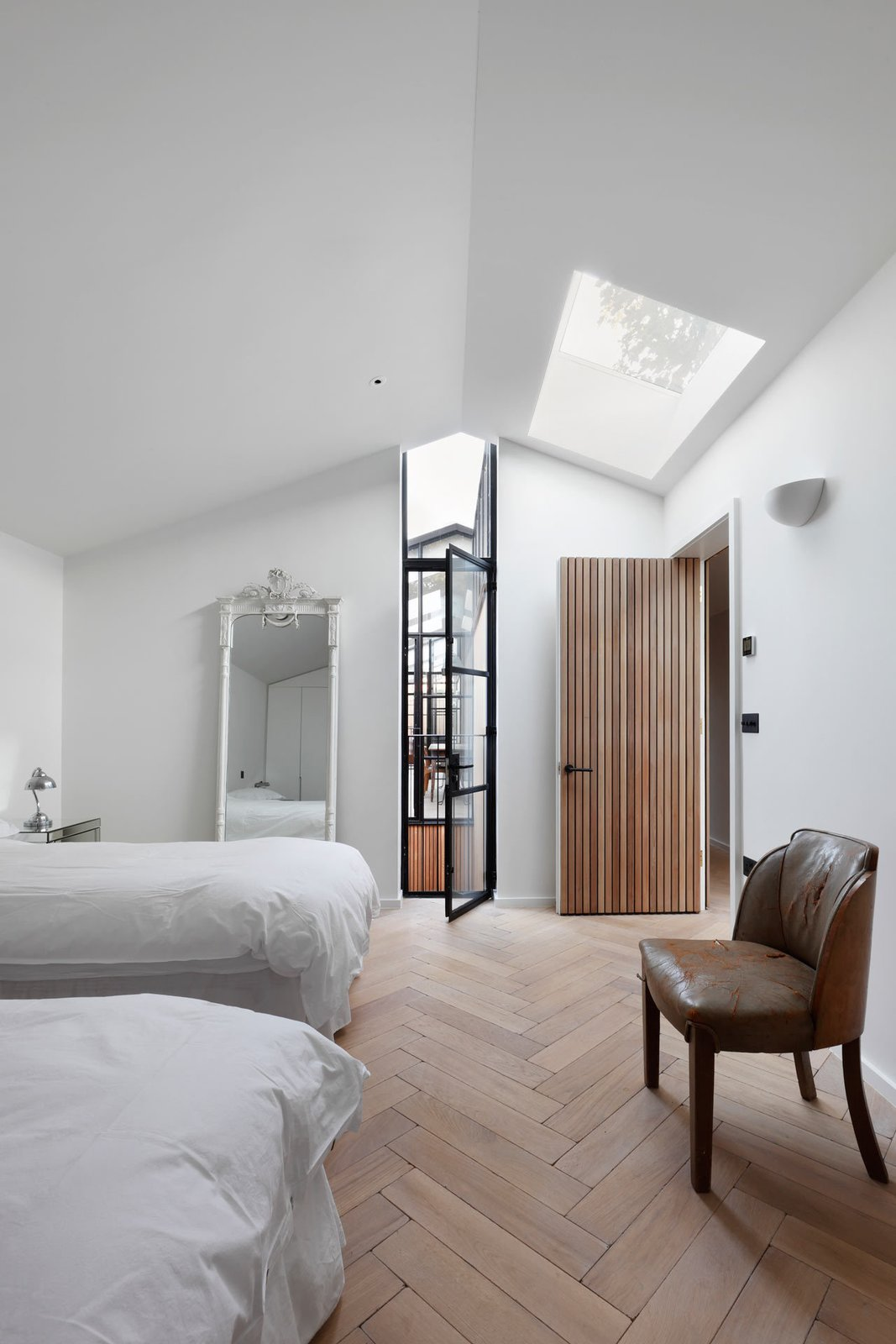 Bedroom, Wall Lighting, Light Hardwood Floor, Recessed Lighting, Night Stands, Bed, Table Lighting, and Chair  Best Photos from The Courtyard House